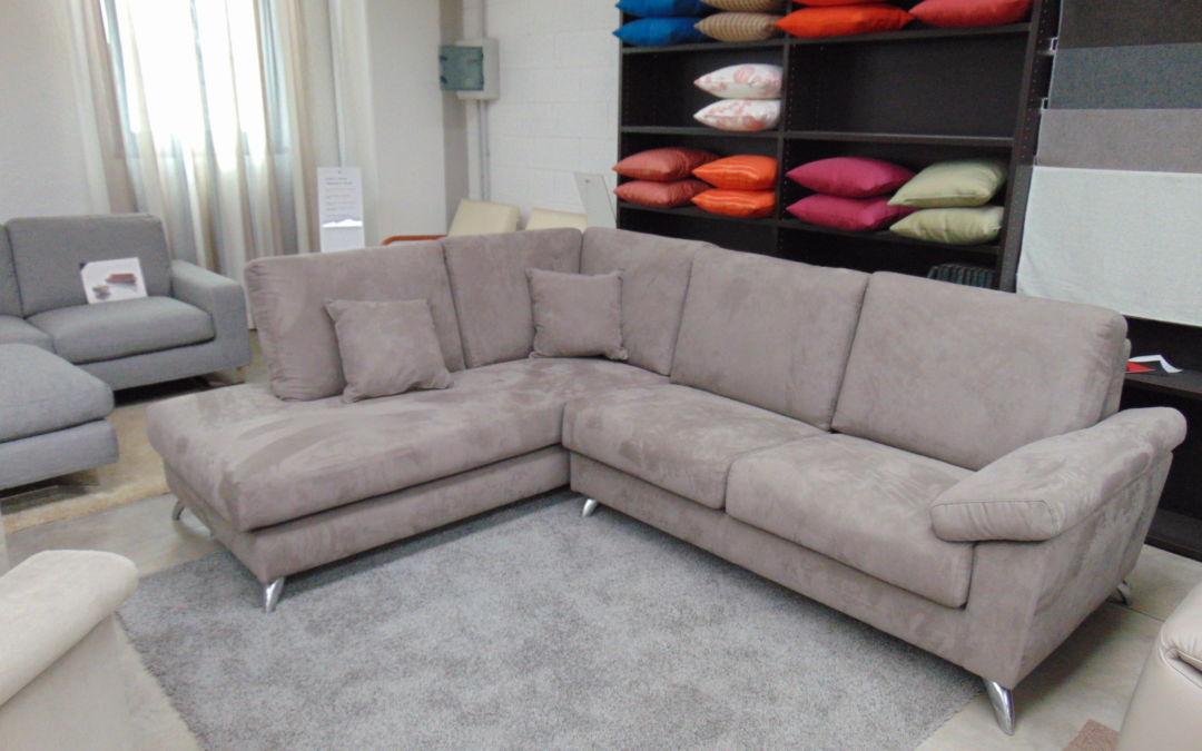 Divano modello Cinzia componibile in microfibra - Tappezzeria divani ...