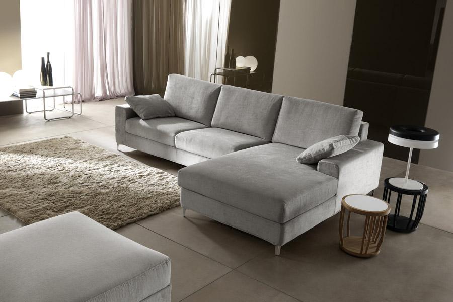 Divani e divani ritiro usato cheap divani in tessuto with for Divani usati milano